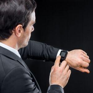 Jak ustawić godzinę w Smartwatch ?